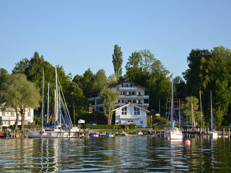 Blick vom See auf's Haus